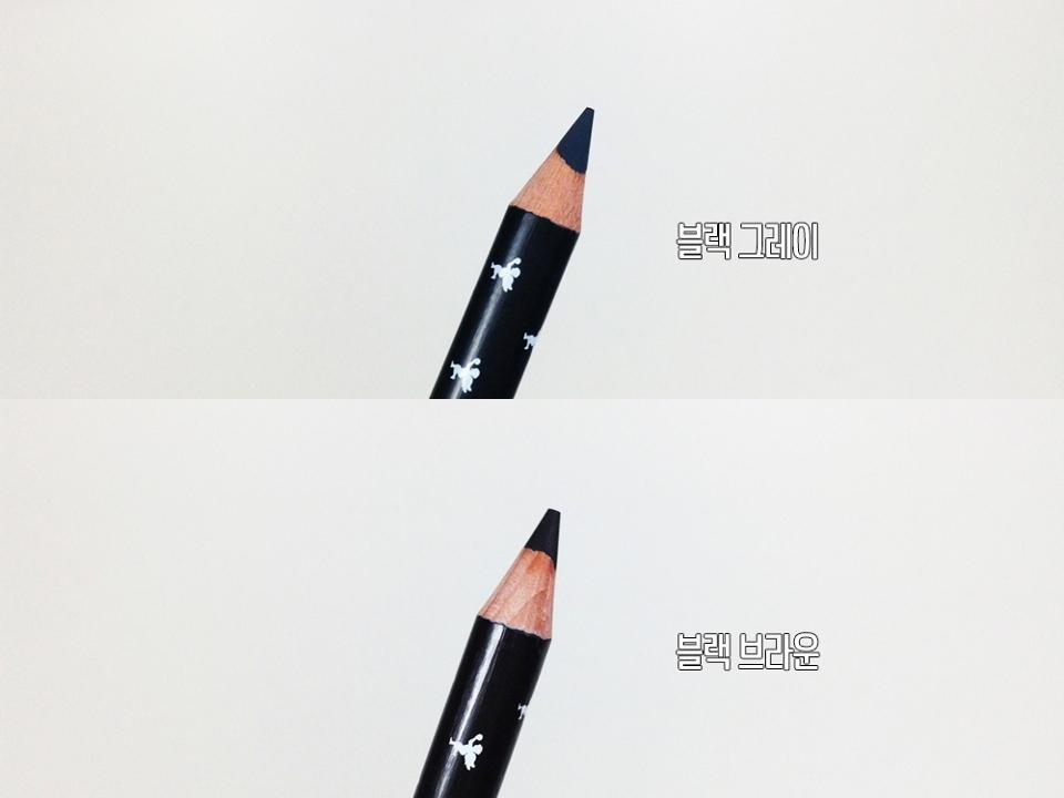 이렇게만 보면 블랙 브라운이 더 진한 것 같지만 블랙 브라운에는 브라운 색상이 섞여서 더 어두워보일 뿐 실제로 쓰면 블랙 그레이가 더 진한 색상이에요