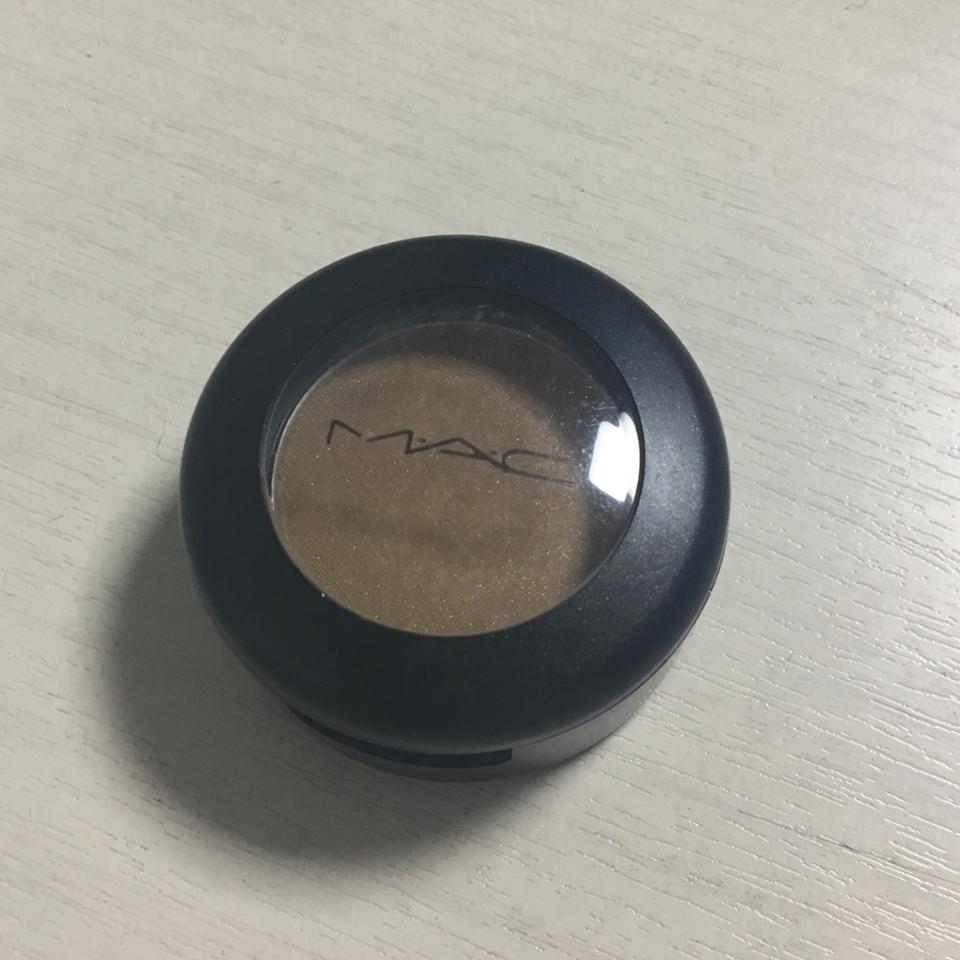 외관은 제가 너어무 좋아하는 심플한 맥 고유의 MAC 세 글자가 박힌 심플하면서도 깔끔한 디자인이에요!