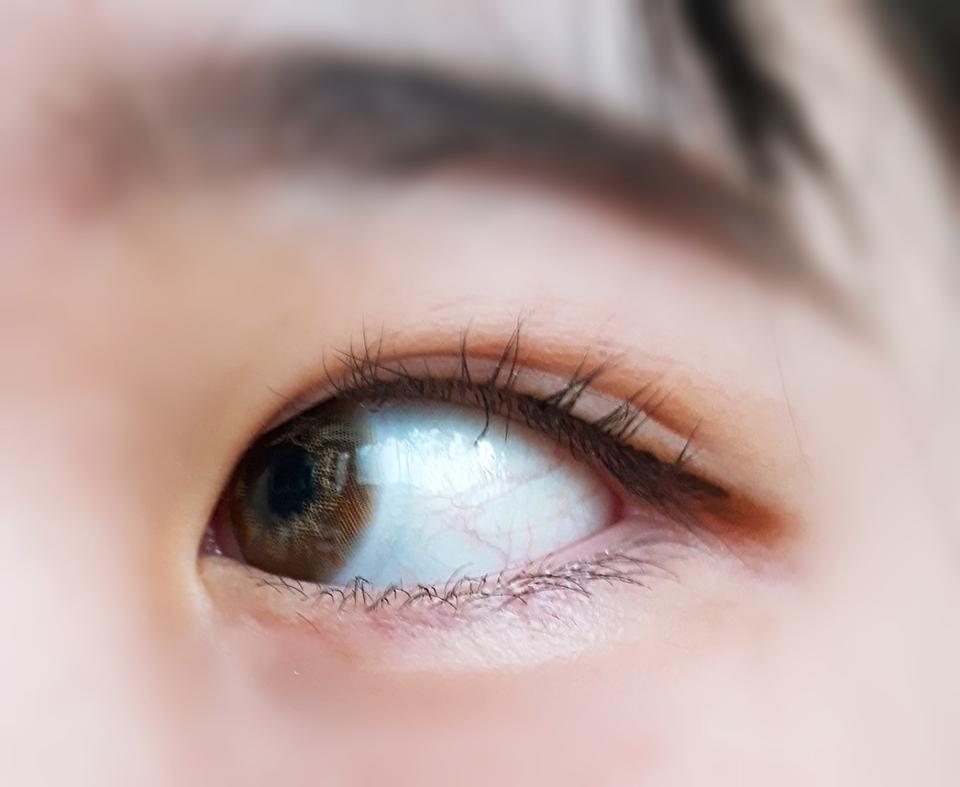 렌즈가 안 좋아서 생기는 훌라는 없지만 직경이 작아서 훌라가 생겨요 ㅠㅅㅠ 💦 직경 작은 거 끼시는 분들께 추천드립니당!
