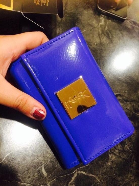 자 개봉했을때 사진입니다. 얼핏보면 지갑 같지요?