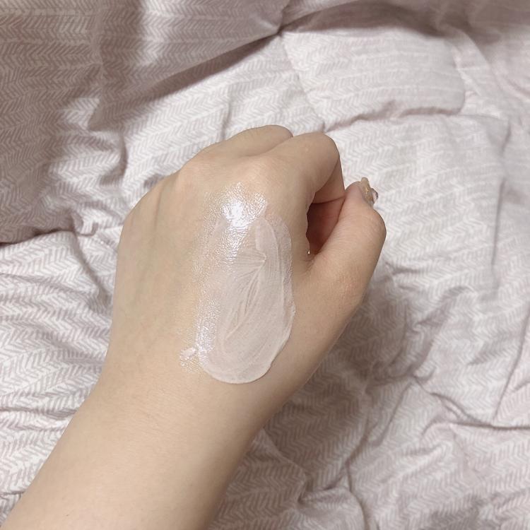 피부에 바를 때 보이시나요? 광이 진짜 진주 피부같이 광이 생기면서 수분이 채워지고 촉촉하게 피부에 스며듭니다!