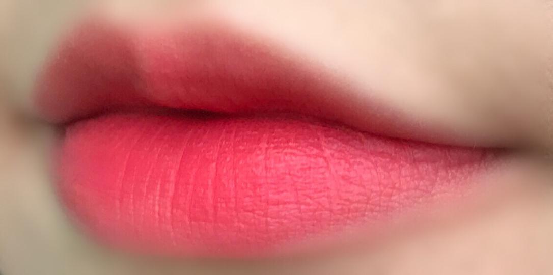 그라데이션으로 발라봤어요! 전 핑크가 섞인 코랄로 발색이 되더라구용