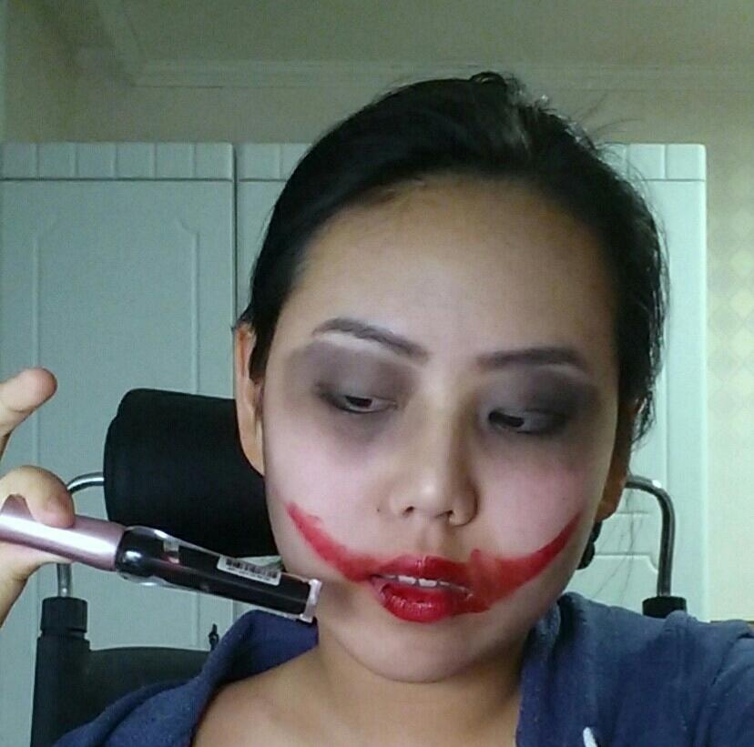 핏색도는 틴트를 이용해 굳은 피를 표현해준 후