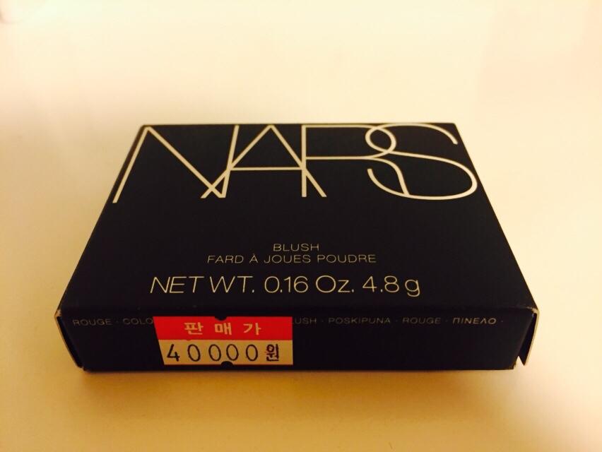 나스 블러셔 상자 사진입니다. 가격은 4만원으로 매우 비싼 편이에요ㅠㅠ