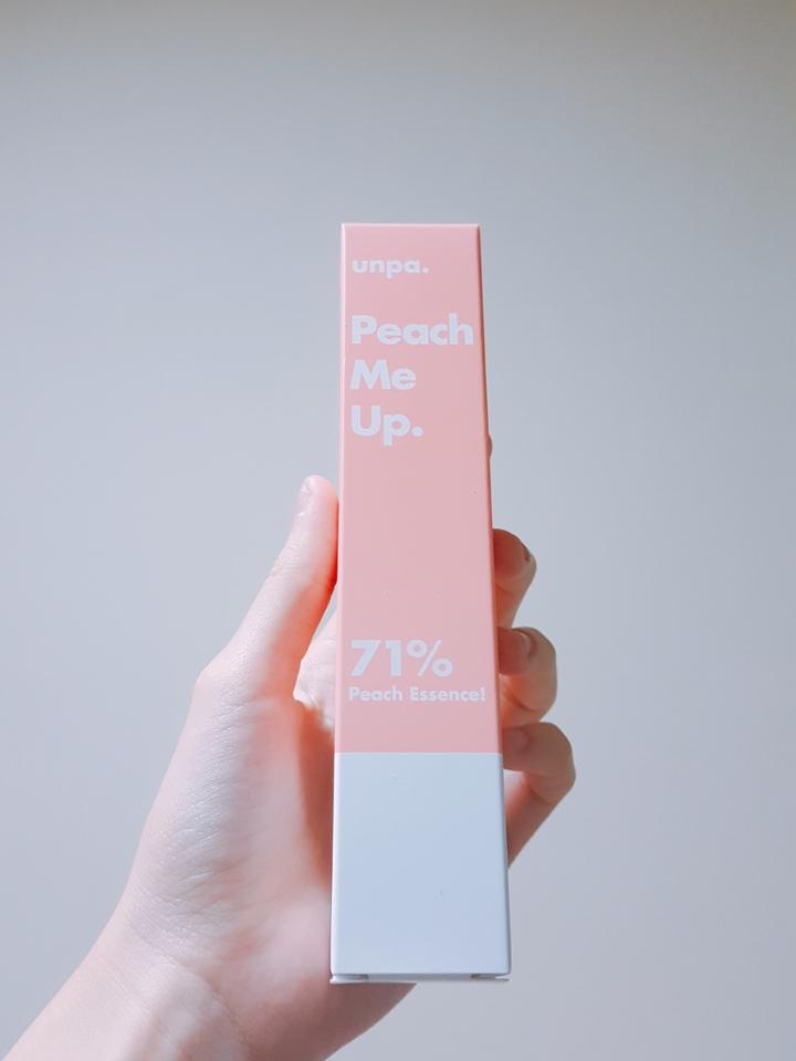 """피치미 톤업 크림의 포장 디자인입니다~ 핑쿠핑쿠하고 예쁘죠? (사실은 핑크보단 복숭아 색에 더 가깝다는..)   This is the design of """"Peach Me Tone-up Cream"""". Isn't it cute?"""