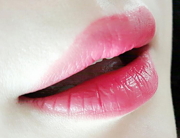 풀립으로 채워 발랐는데 얇고 가벼운 발림성에 또렷한 색감까지 정말 맘에 들어요♡ 끈적임도 없고 각질부각도 없는 편이라 요즘 데일리 립메이크업으로 사용하기 너무 좋아요^^