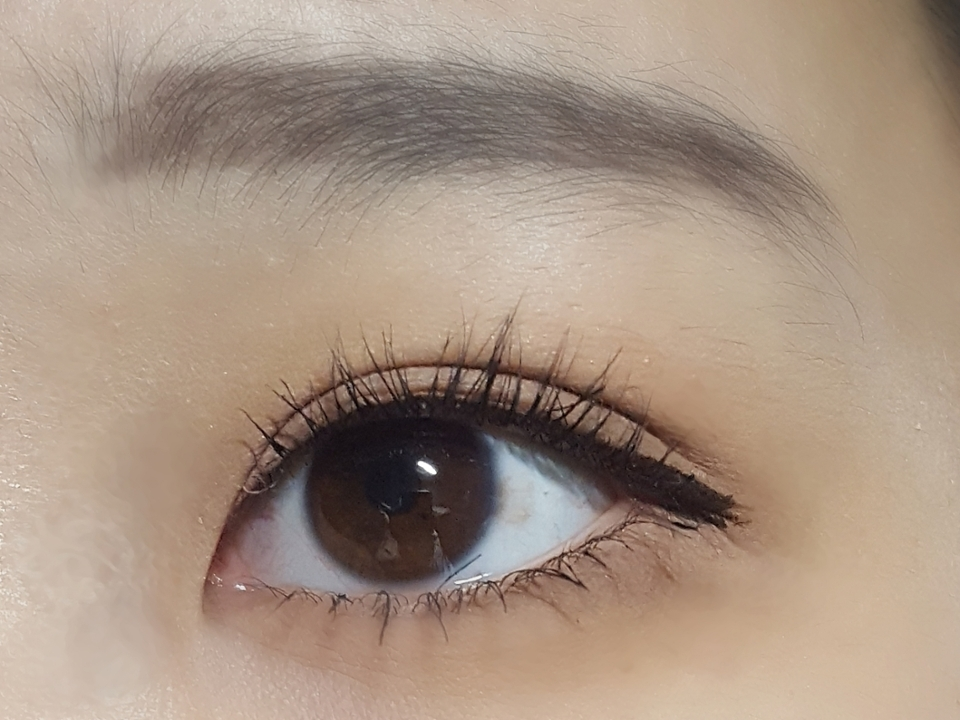 렌즈를 끼지않은 눈 입니다