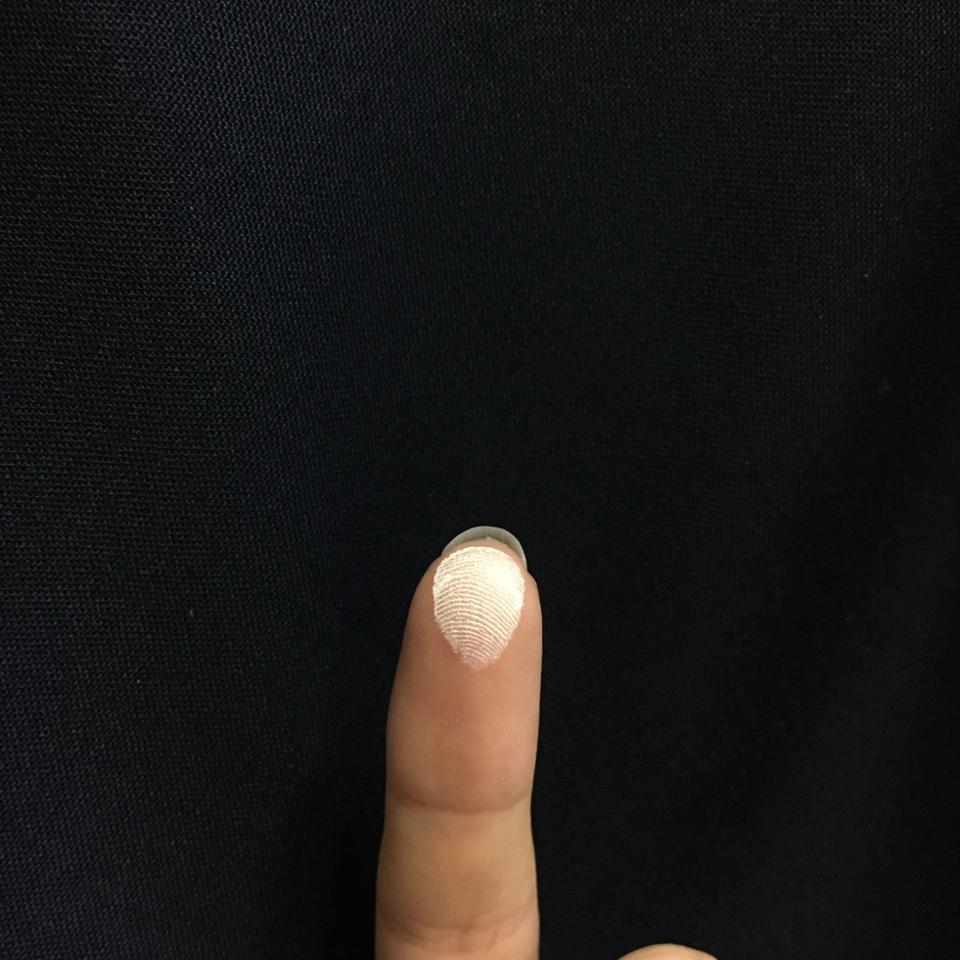 손가락으로 문질문질☝️ 부드럽게 잘 발려요