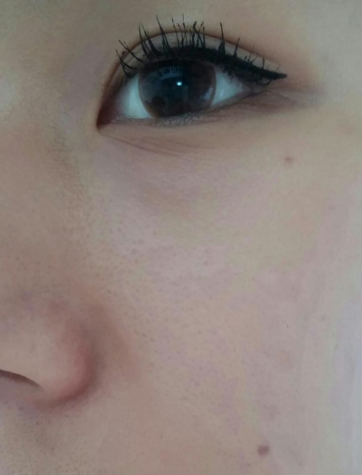 피부화장은 하지 않은 제 얼굴입니당 😂 넖은 모공.. 정말 창피하네요ㅠㅠ 트러블이 많은 피부는 아니지만 모공이 심합니다.. 그래서 저는 피부 표현을 할 때 커버 위주보다는 매끄럽고 자연스럽게 하는 데 중점을 둡니다!