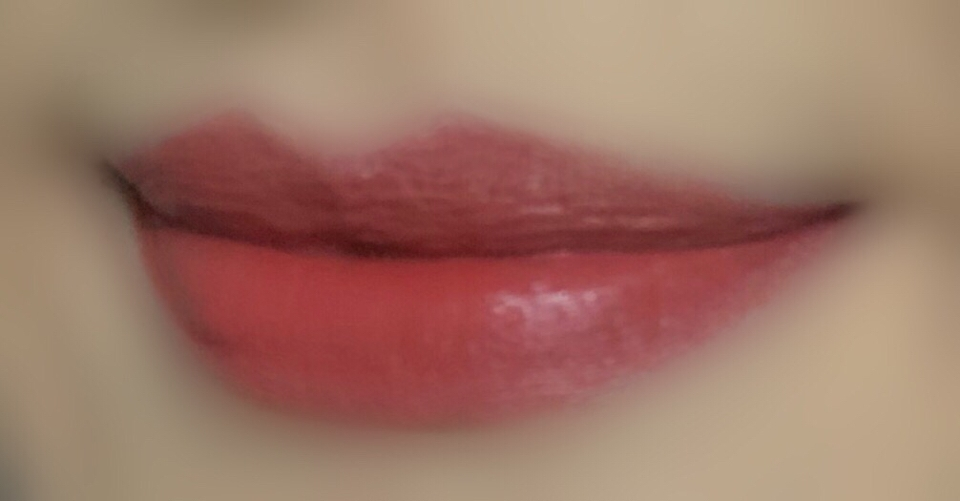 이건 입술색만 봐주세요 입술색을 맞추니까 피부가 어두워지고 피부를 밝게하니 입술색이 다르더라구요ㅜㅜ 매트립치고 막 건조하지 않고 어퓨 트루 매트 플루이드 느낌이에요! 입술에 착 밀착되는 매트함!
