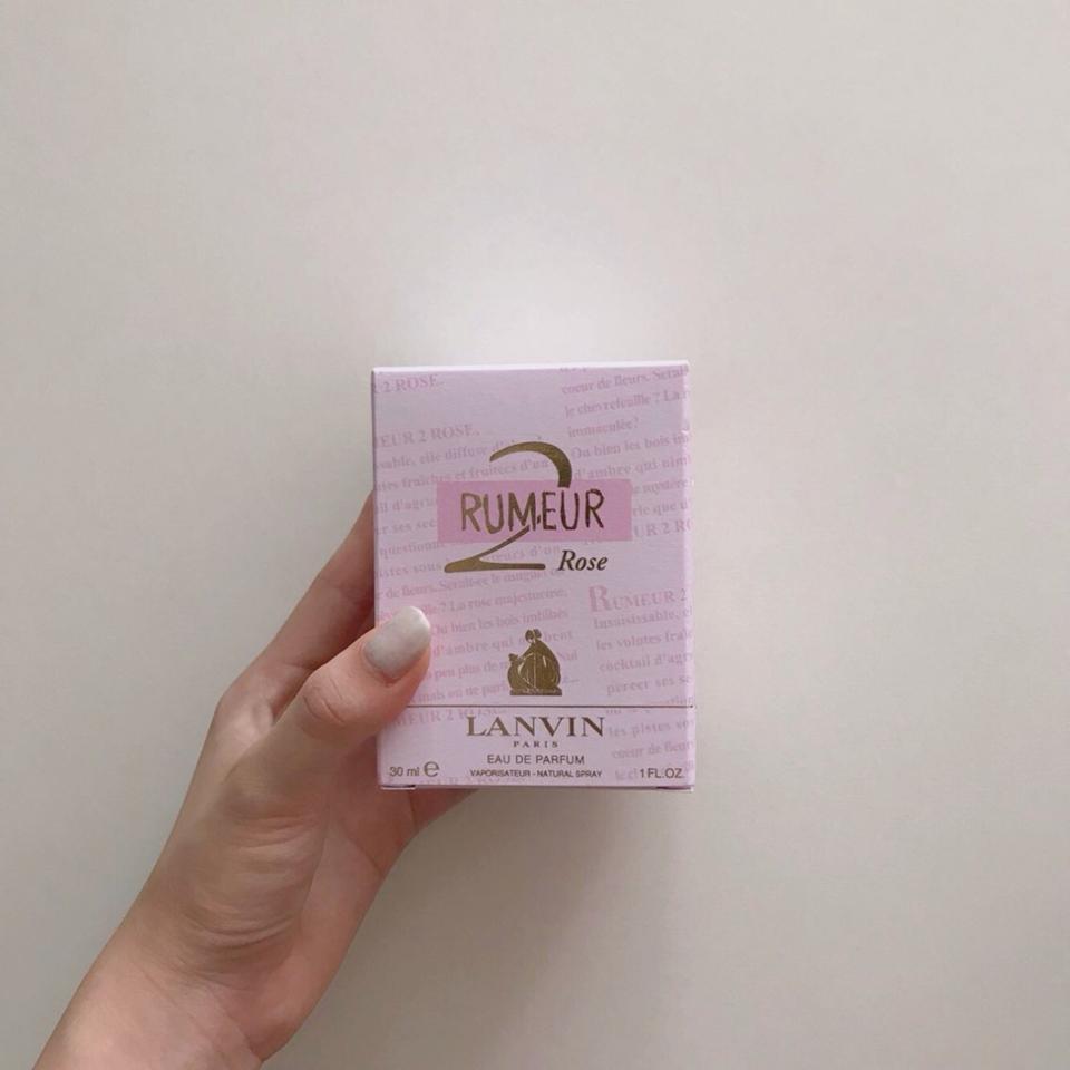 핑크핑크한 박스에 담겨져있어요 ~ 박스마저 그 존재감을 뿜뿜하네요.