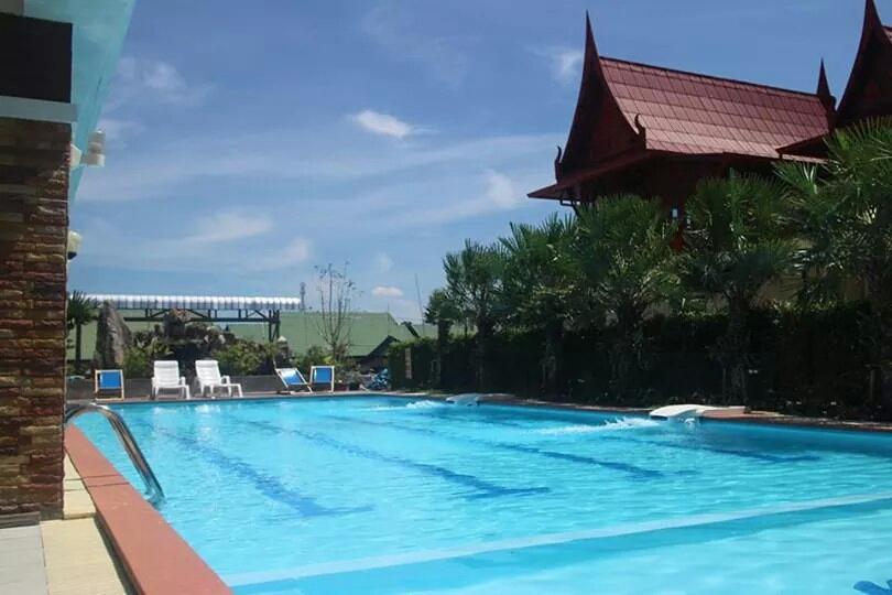 호텔 수영장에서 놀기도하거든요