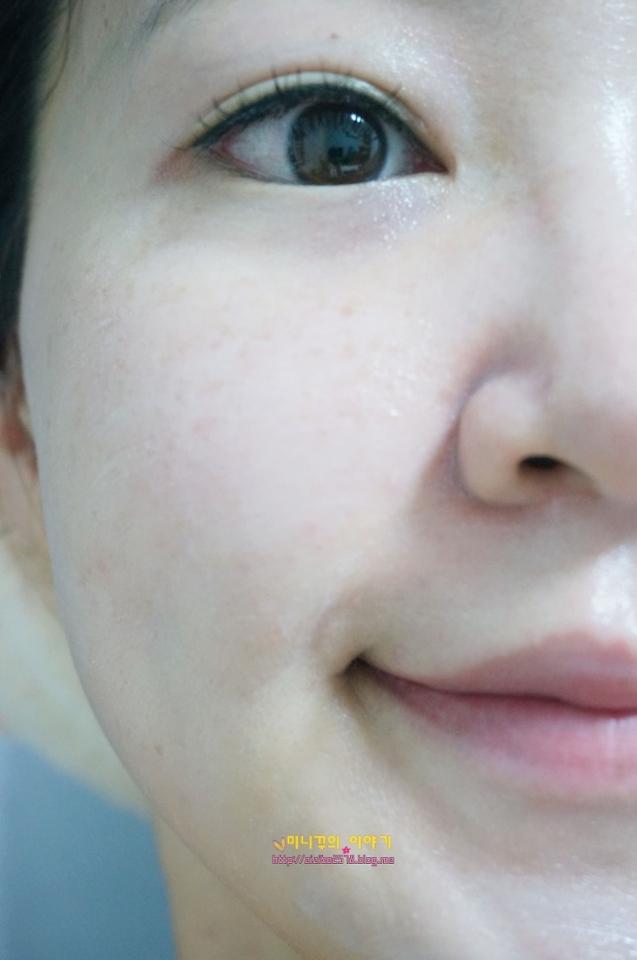 얼굴의 살짝 붉은홍조도 잘잡아주네요!! 피부가 좋아졌다는 말을 많이 듣게해주는 페이드아웃크림! 피부물광효과 제대로입니다. 나 원래 피부좋은여자야~ 하고 속이고다닐수 있겠는데요히히