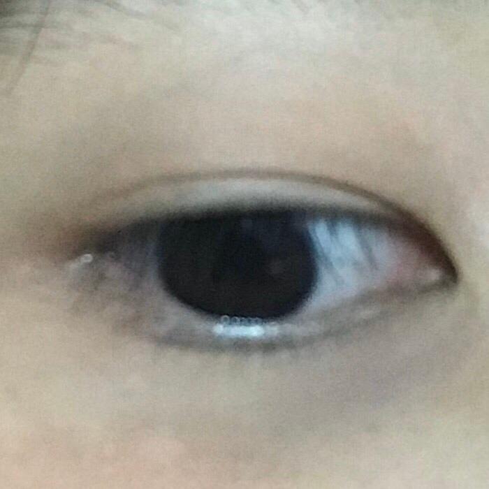 눈에 발랐을땐 바른 눈 안바른 눈 비교하면 티가 조금 나긴해요