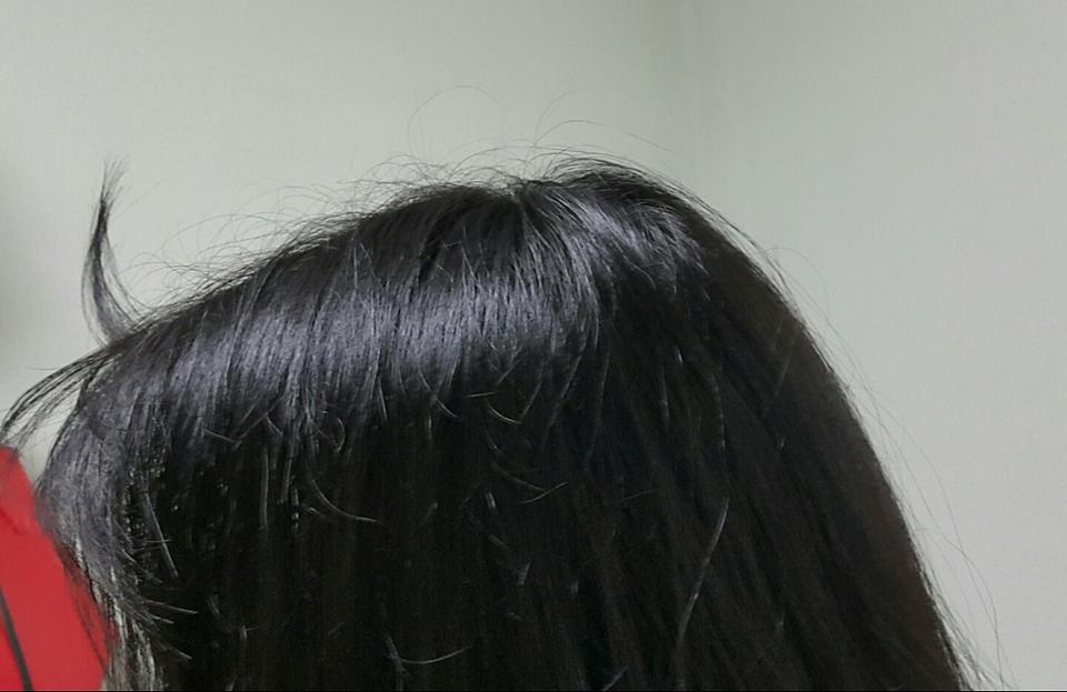 해서 자고 막 일어난 뒤통수를 준비해봤습니다! 뜬 앞머리가 리얼리티를 살려주네요ㅋㅋㅋㅋ 사진 혼자 찍는다고 고개가 밑으로 내려가서 뒤통수만 볼록 튀어나온듯 보이지만 손으로 만져보면 머리에 볼륨이 없는 상태ㅜㅜ
