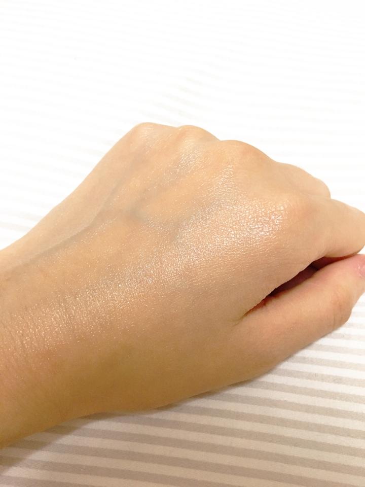 확실한 기능을 보여주기 위해 못생긴 손에 유분기가득한 크림을 발라주고왔더ㅏ요