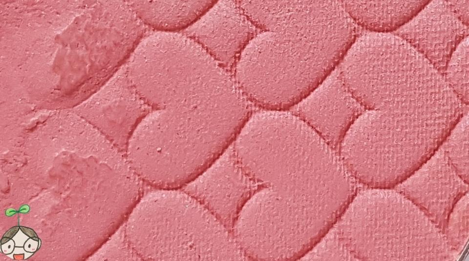 하트무늬로이루어져있는 새도우 연한 핑크 파스텔  색상으로 여리여리한 색상이에요