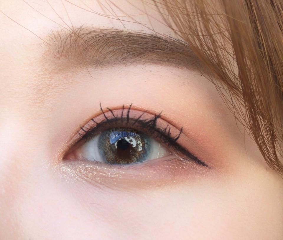 사실 너무 티나면 어쩌지? 라고 걱정했는데 걱정할 필요가 없는 인생렌즈에요 ㅜㅜ 너무이쁘다눙  직경도 13.0mm 에 동공 살짝 커지고 눈 색상 밝혀주는 사랑스러운 렌즈~ 데일리도 좋지만 셀카렌즈로 너무 이쁜 렌즈에용