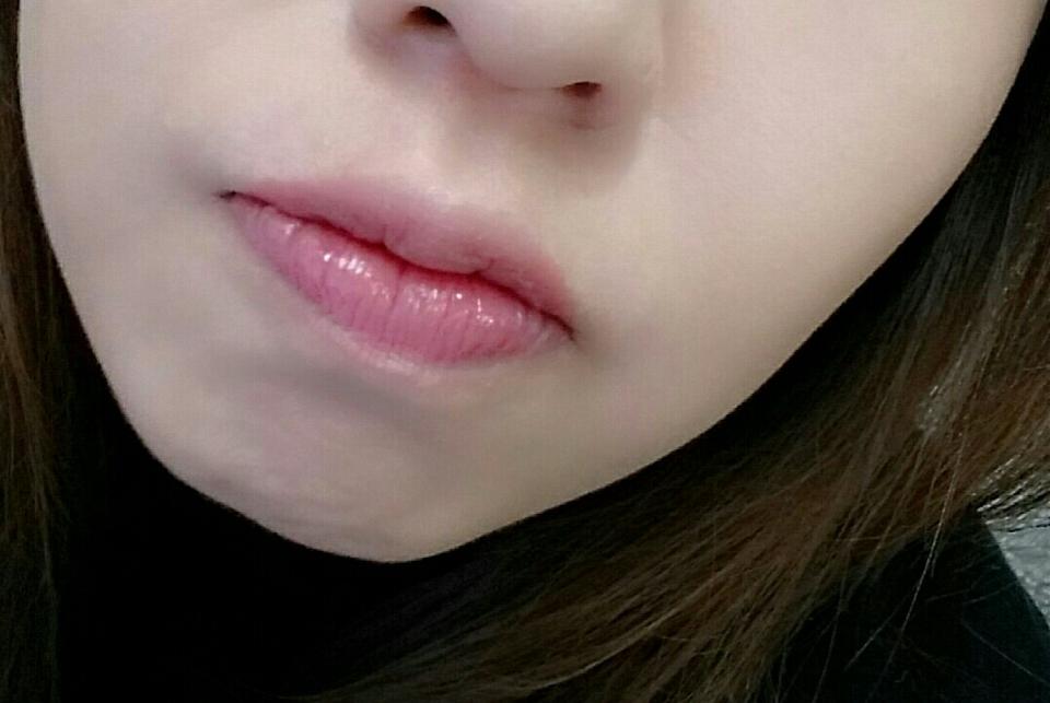 이건 오늘입니다~ 따로 뭐바른건 없구, 딱 아이소이 립밤만 바른건데 제 입술색처럼 보이져? 앵두같은 입술🎶 ㅎㅎ 그런느낌 아닌가요? 촉촉해 보이기두하구요😶😶  역시 성분이 좋아그런가 자주덧발라도 자극없고 입술이 건강해지는 기분이예요:) 😅😅