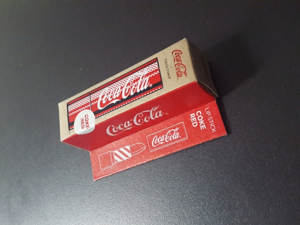 립스틱 패키지 부터 코카콜라 딱딱 보여주고 ㅋㅋㅋ 귀여워요 뭔가 에디션이나 한정판은 사야하는 느낌