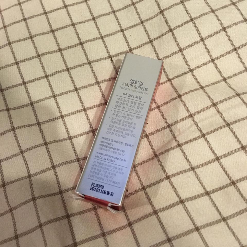 보송한 틴트는 페리페라 잉크더 벨벳을  애용해왔는데 솔직히 텍스쳐,지속력,촉촉함은 이 제품이 더 좋았어요!!  가장 맘에든 부분중 하나가 보송한  마무리감이지만 전혀 건조하지 않았던 거에용! 주름부각,각질부각도 X !