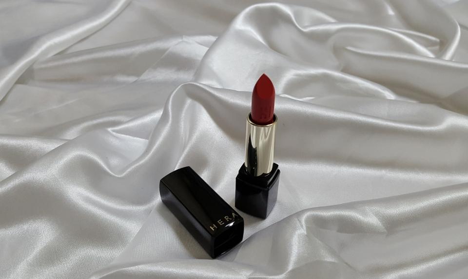 립스틱을 돌려보면 헤라의 로고 음각이 똭.!!