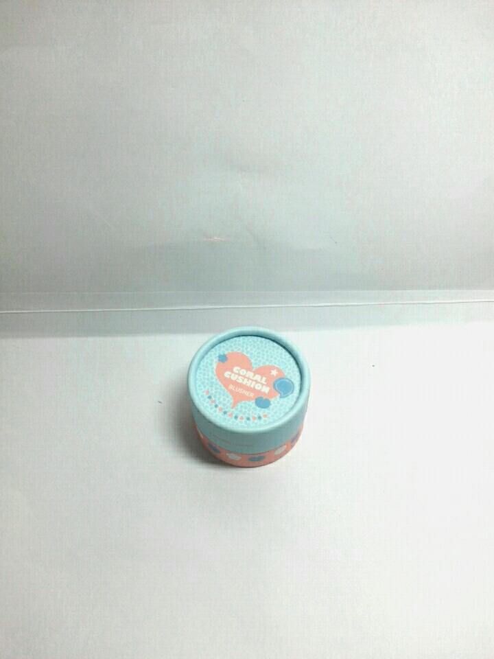 귀엽게 생긴 쿠션 블러셔😍 작아서 편하긴 한데 뭔가 잘못하면 뚜껑 열려서  위험할꺼 같은 케이스😥