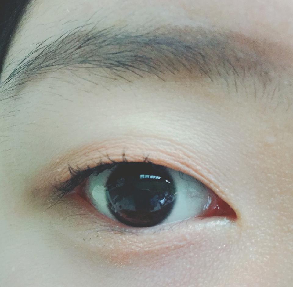 한쪽눈이 무쌍인 눈에 해도 쳐집니다.. 네.. 음 속눈썹이 자연스럽게 길어진다는건 정말 좋지만  음 ...처져요...