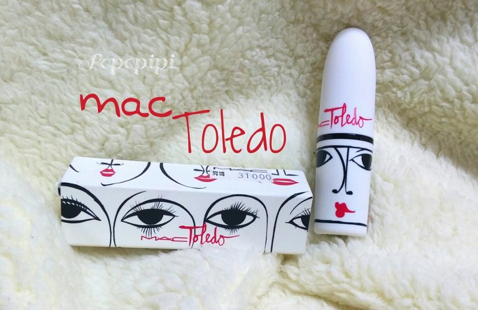 먼저 3월달에 나와서지금은.팔지않는 ㅠㅠㅠ 톨레도 립스틱이에요 굉장히.유니크한 느낌이에요  하얀바탕에 눈코입이그려진게 진짜이뻐요 ㅠㅠㅠ 근데 고무재질?같은거로되어서 때가좀타더라구여..