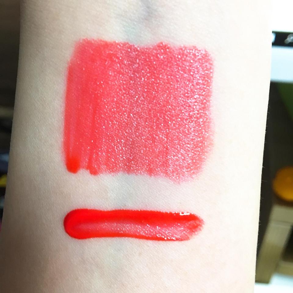 발색은 사진과 비슷해요! 핑크,레드,오렌지 다 섞인듯한 색이에용 이 틴트는 바르면 오일막?이랄까 광택감과 함께 덮혀져잇는 느낌이에요