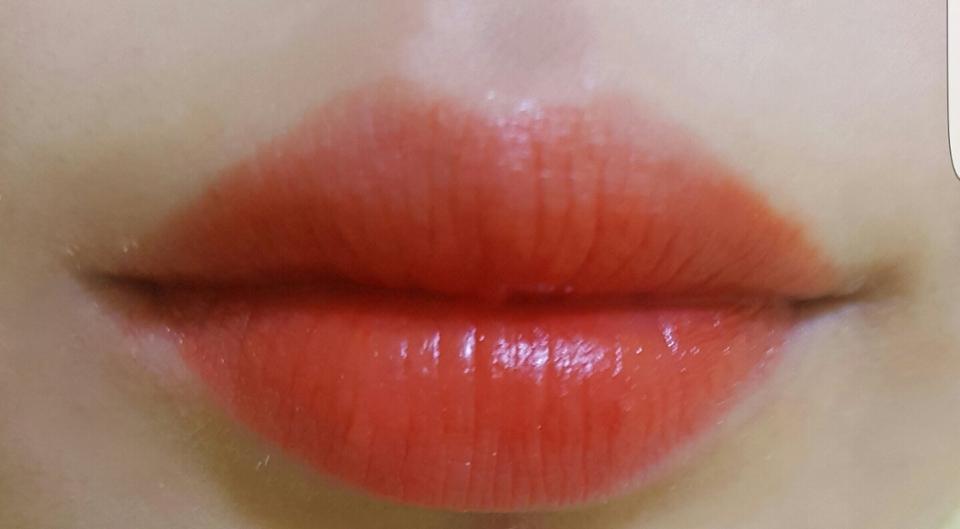 쏘오렌지-그라데이션 제가이거 바르기전에 립밤을 듬뿍발라서 사진에서는 촉촉하게보이네요ㅠ