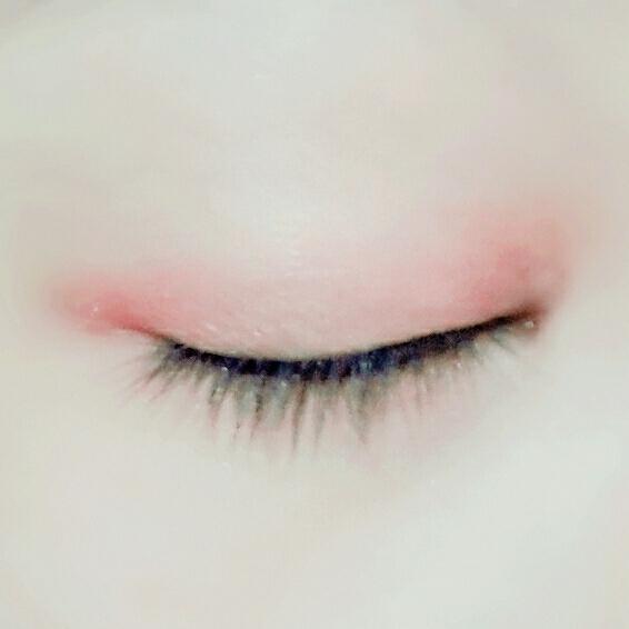 주스바의 두번째 색상으로 눈앞머리와 꼬리쪽을 쓸어줍니댱