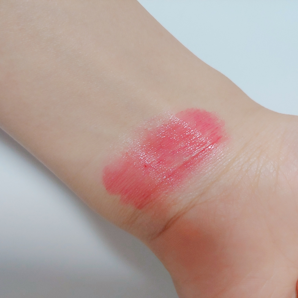 손목 발색샷💪💪  맑은 레드 색상 이예용 봄에 찰떡일것 같쥬?