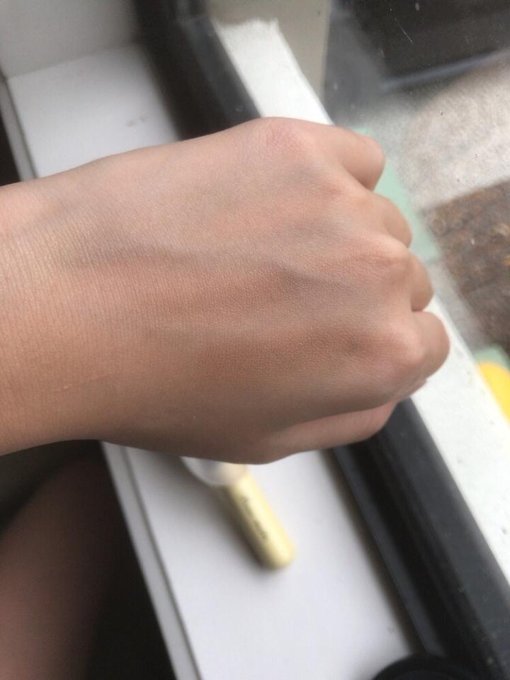 브러쉬로 세가지 색을 블렌딩해서 쓱 해봤어요! 역시나 티가 잘안나네요ㅜ 하지만 그만큼 자연스러운 쉐딩이 가능하다는거!