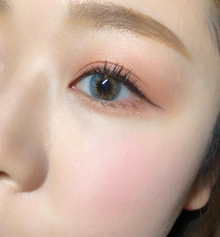 어때요? 보라빛보단 살짝 핑크 섞인 느낌이죠? 얼굴이 화사해보이면서 사랑스럽기까지
