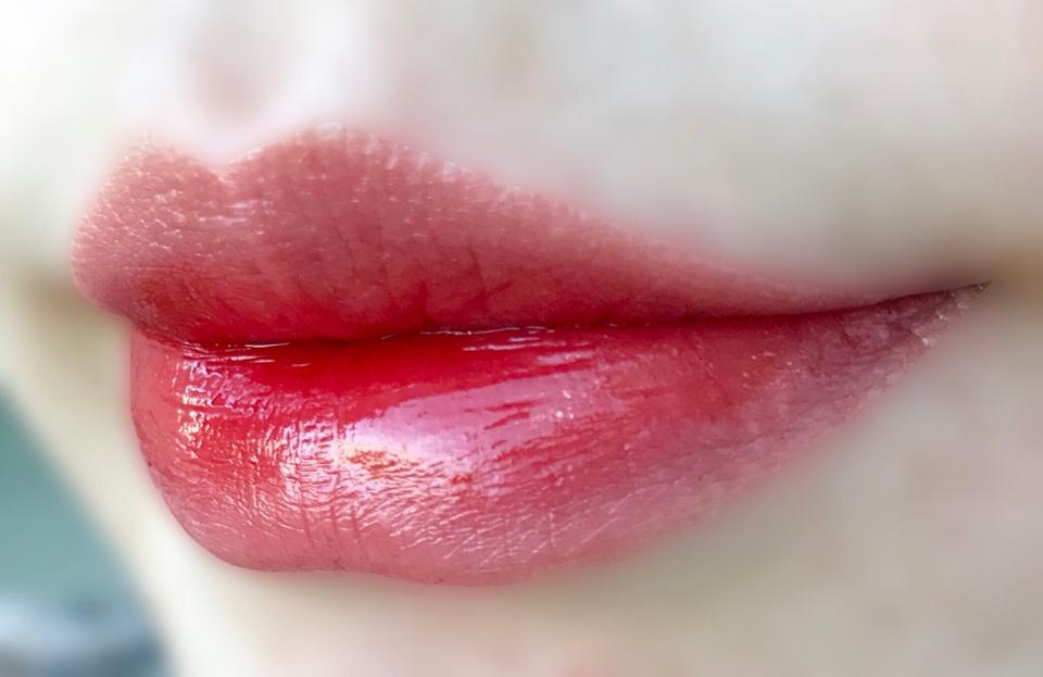 전체적으로 혈색있는 입술을 만들어줍니다 : )