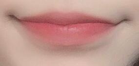 장점은 색이 너무 예쁘고 입술이 탱글해보여요 근데 아쉽지만 머리카락이 굉장히 잘 붙습니다 어쩔수 없죠 뭐 ㅠㅠㅠ 그리고 냄새가 정말 구려요 딸기맛 해열재 냄새