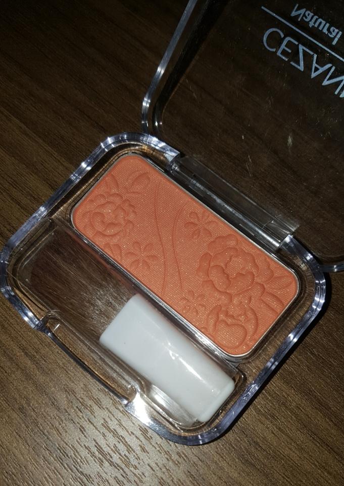 이색과 거의 똑같습니다! 톤다운된 누드한 오렌지색상에 골드펄이 박혀있어용 펄은 막상 볼에올리면 티가안나용