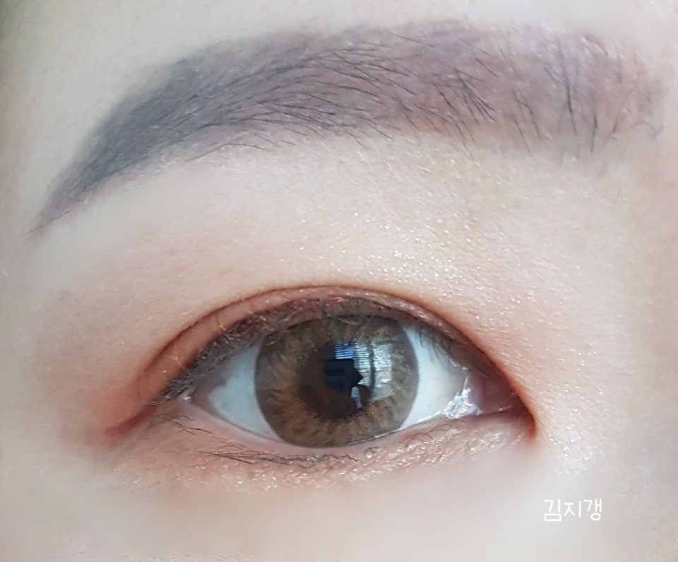 화장한후+렌즈착용한 눈이예요~