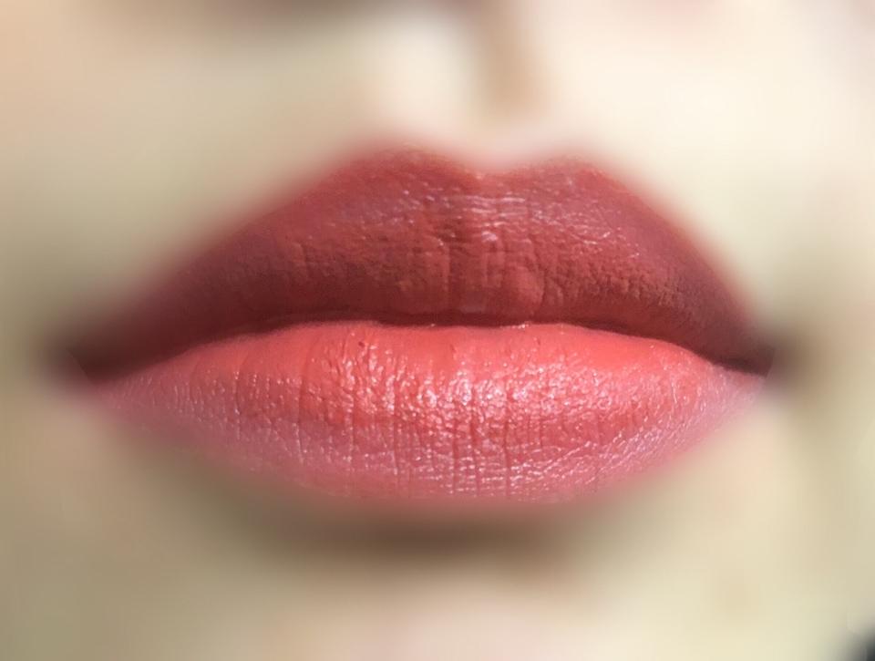 그라데이션! 핑크컬러가 나와도 오렌지가 살짝 가미된 핑크처럼 발색되서 웜톤 분들도 부담없이 사용 할 수있는 컬러이지만 모든 웜톤분들에겐 다 어울리는건 아니니 꼭 테스트 해보세요!   해당 리뷰를 보시고 댓글 + 좋아요를 남기시면 100포인트를 드립니다~!😍
