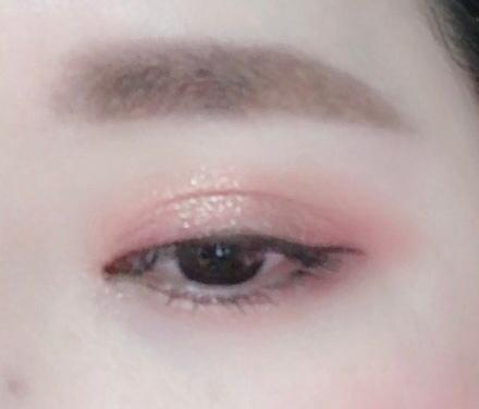 핑크와 연한 브라운을 사용해 아이 메이크업 완성해봤어용!