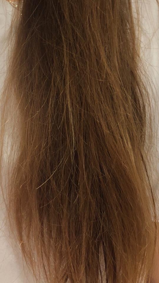 바르기 전 저의 머리카락 상태입니다ㅠㅠ 갈라짐이 심하고 약간 푸석푸석합니당 흑흑
