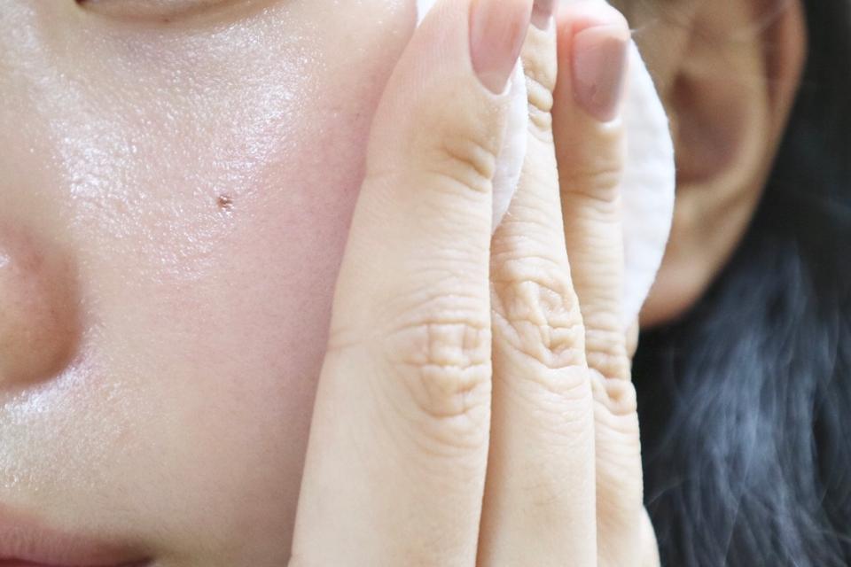 개인적으로 볼에 홍조도 많고 건성피부라 수분감이랑 진정이 꼭 필요했는데 내용물도 촉촉하고 붉은 피부 진정에도 효과적이었어요