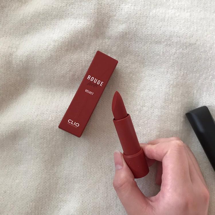 본통, 박스가 모두 같은 컬러라 화장대에서도 찾기 쉬운~~ 개인적으로 로드샵 립스틱 중에서 패키지가 가장 예쁘지 않나 조심스럽게 .. 말해봅니다 .. 🥰