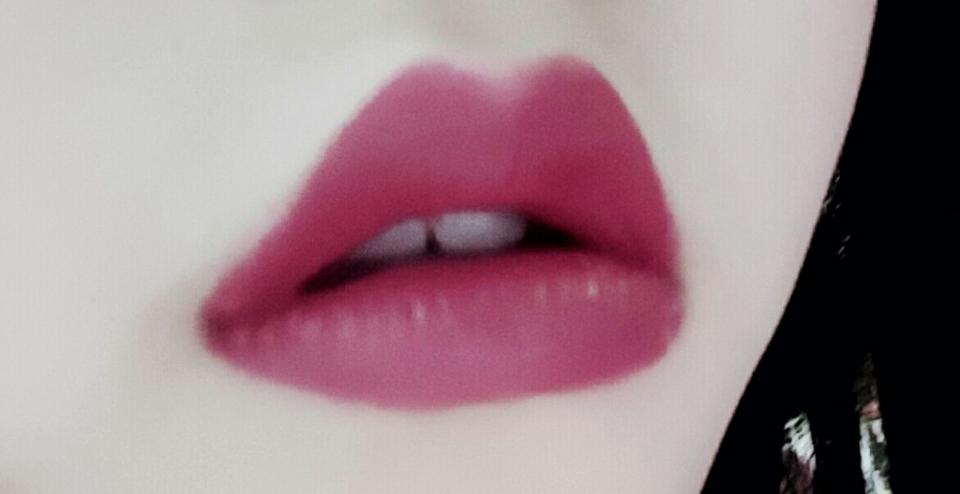풀립만하면 입술이이상해보여요 ㅠㅠ 그래두 열심히 발라서 찍고 색조정했어용