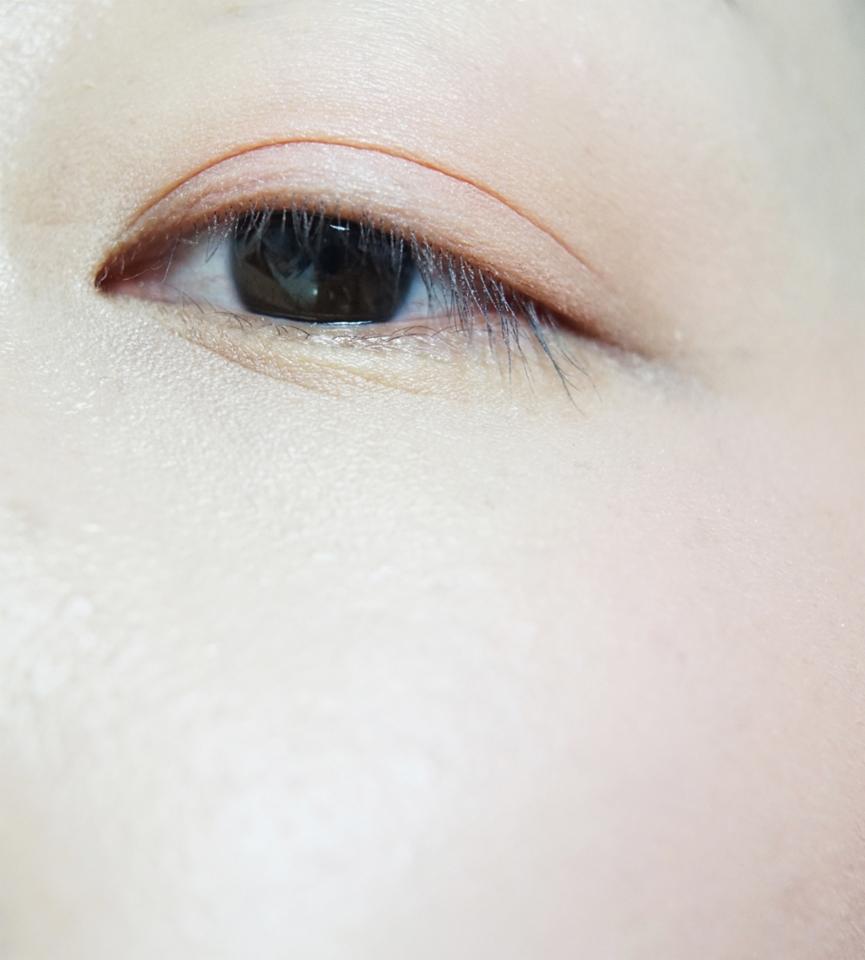 아이앤치크인만큼, 피부화장을 마친 얼굴에 눈과 뺨위에 톡톡 올려줬어요. .... 올려줬는데... 제눈에만 이쁘면 안되는데 ㅡㅡㅋㅋㅋㅋㅋㅋ   완전 청순청순하게 발색되서, 진짜 발레리나가 된 기분이랄까여?   눈위에도 퍼프로 두드렸답니다