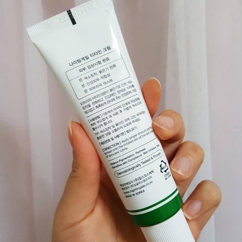 뒤에는 이 제품의 특징들이 많이 나와있어요   💎.피부효능. 미백기능이 있어요 💎.용량. 50ml 💎.사용방법. 기초케어 마지막 단계에서 부드럽게 펴발라주시고 가볍게 두드려주세요