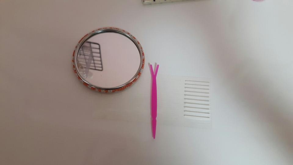 거울은 아트박스에서 파우치랑 같이 사꾸요! 쌍테랑 Y자스틱은 다이소에서 천원주고 샀습니다