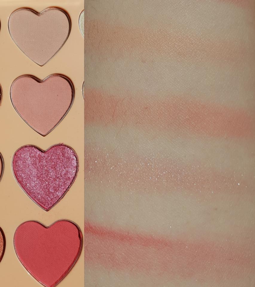 핑크핑크한 두번째 줄💓  3번째 색상이 바르면 너무 이쁘더라구요! 깔끔한 연한 핑크에 실퍼펄이 섞여있어서 고급진 느낌을 주는것같아요!