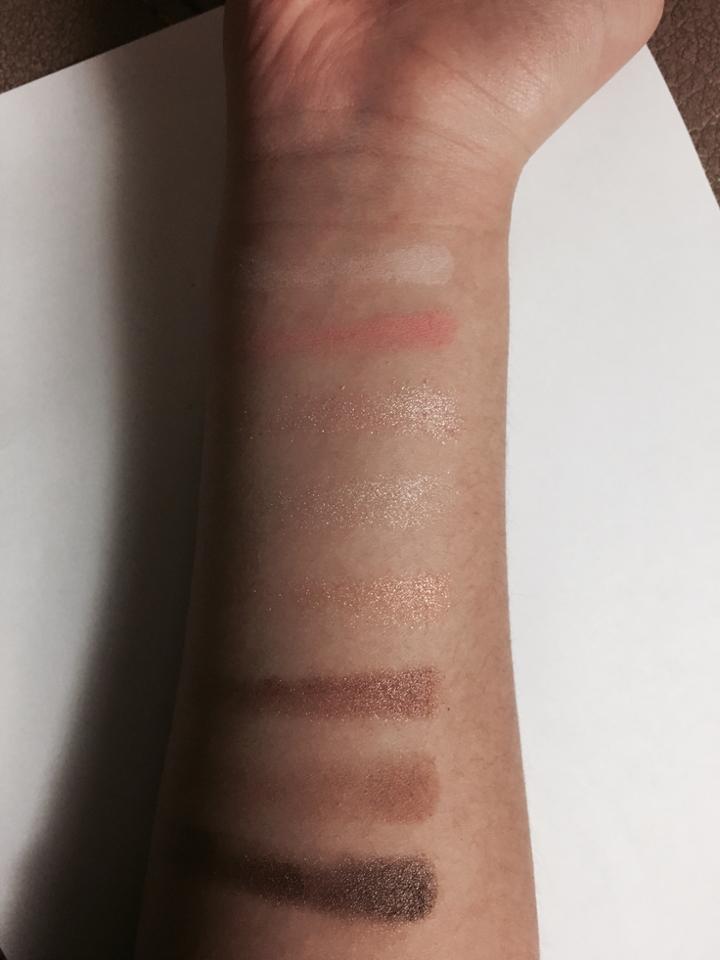 손목 발색입니다 실사와 가장 비슷한 색으오 나온 겁니다! 전체적으로 발색이 잘 되어서 좋았어요💕